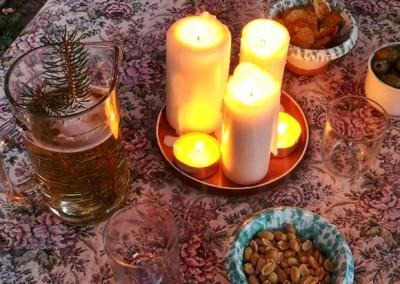 vegan-reisen-italien-candle-light-dinner-freunde